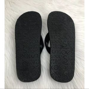 d17162c8525 toesox Shoes - Toesox Women s Yogini Five Toe Flip Flops Black 7